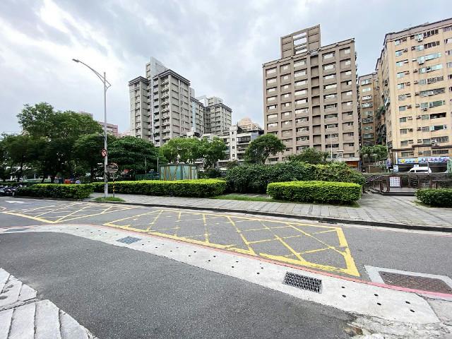 中華綠意盎然美店面(2023735),新北市新莊區中華路二段
