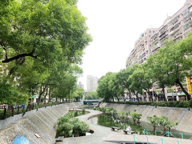 中華綠意盎然美店面,新北市新莊區中華路二段